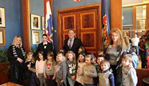 Djeca kod gradonačelnika Božidara Kalmete