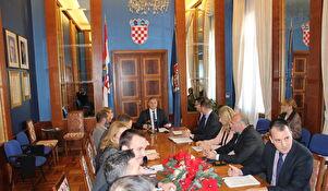 Radovi na cestama, energetska obnova obiteljskih kuća, rekonstrukcija obalnog zida u Petrčanima...