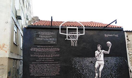 Obnovljeni koš uz novi mural
