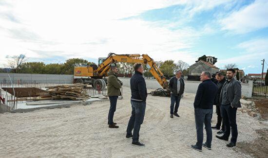 Gradonačelnik Dukić obišao gradilište ispraćajnice u Crnom