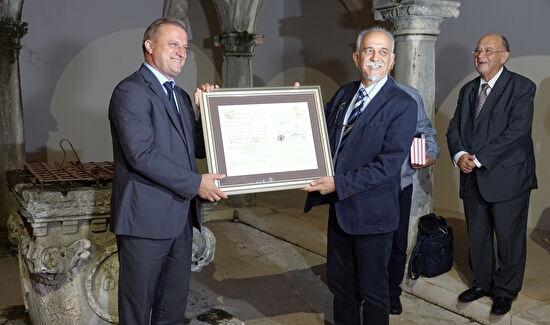 Gradonačelniku Dukiću medalja i prva diploma medicinskog fakulteta u Zadru