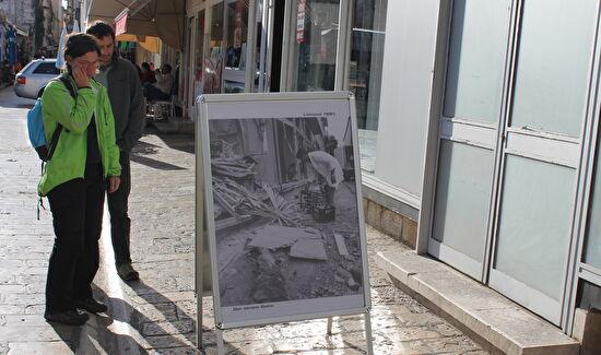 Ulična izložba fotografija ratnih stradanja Zadra u listopadu 1991.